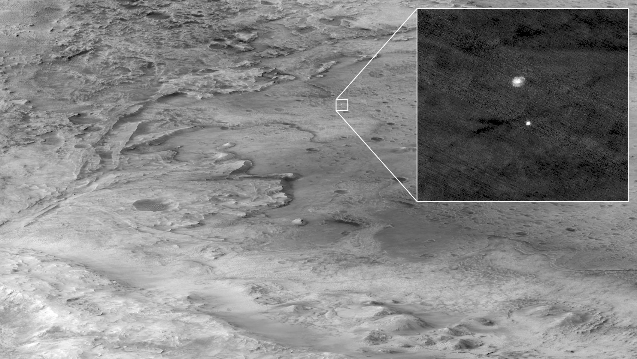 Процесс спуска марсохода, снимок с небесного экрана