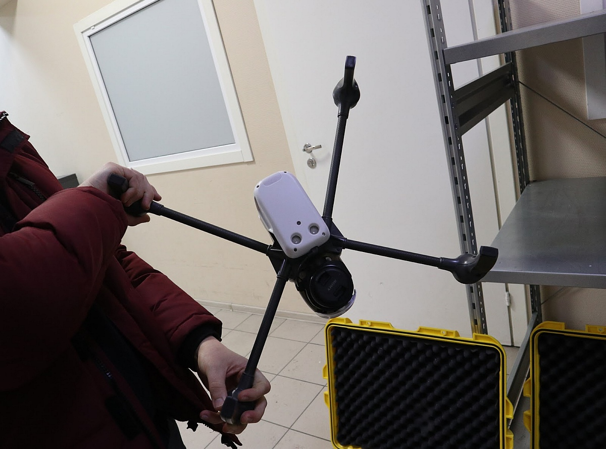 Еще пара собственных разработок: беспилотный самолет и дрон для специальных случаев