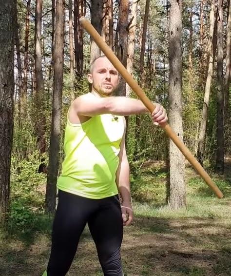 Источник изображения и полный комплекс упражнений с палкой нашли здесь: https://cutt.ly/akJAyl9