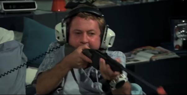 1976 год: знаменитый Синьор Робинзон играет в нечто похожее на Shooting Gallery для Magnavox Odyssey