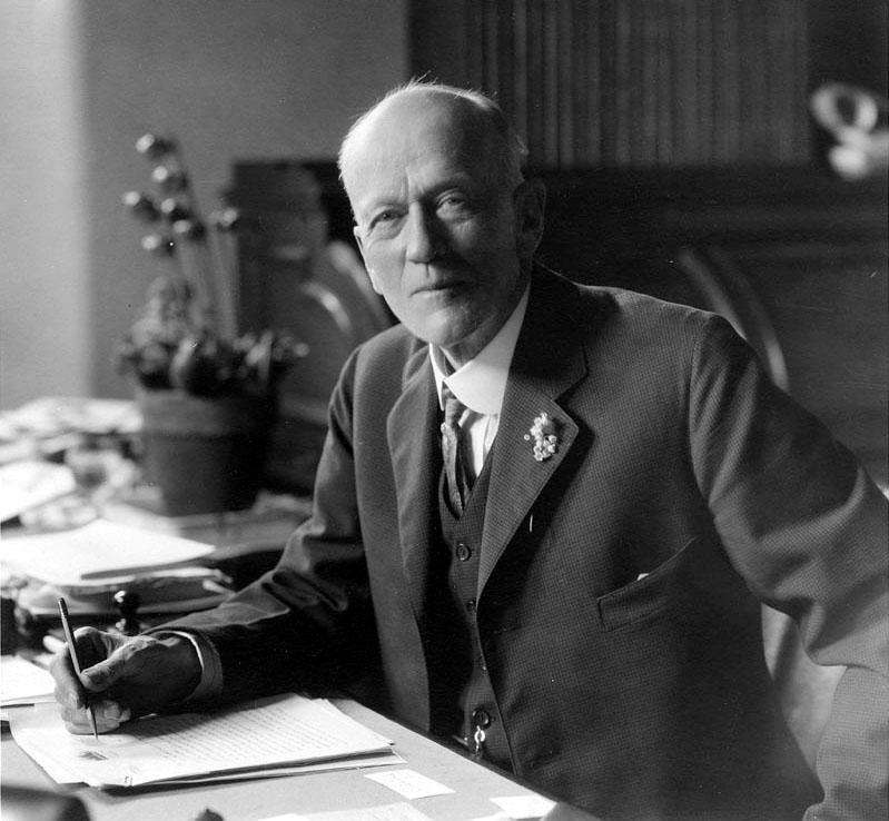 Чарлз Дулиттл Уо́лкотт (31 марта 1850 — 9 февраля 1927) — американский палеонтолог. Член (1896) и президент (1917—1923) Национальной академии наук США