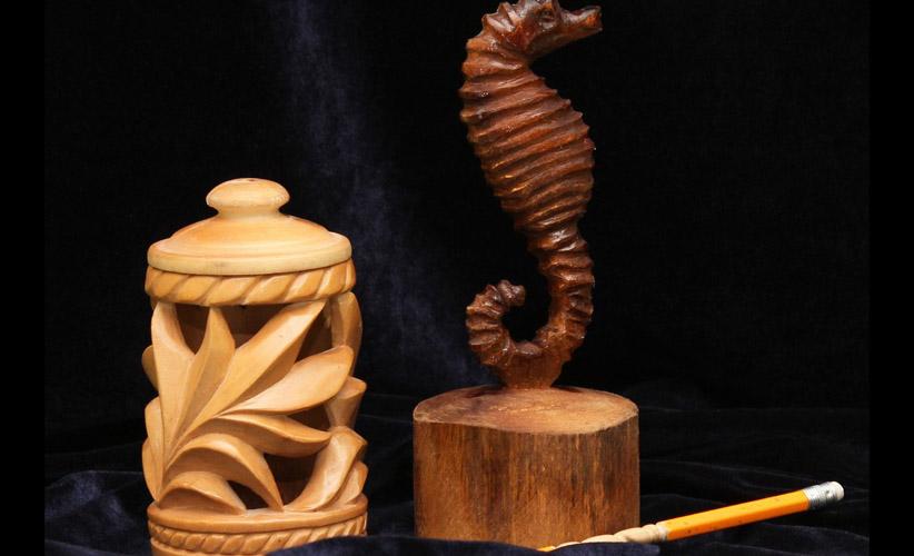 Морской конёк и ваза. Липа, морилка, лак. Работы ученика 8 класса.