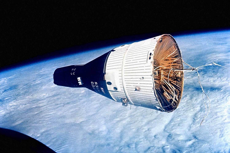 """""""Джемини-7"""" снятый с борта """"Джемини-6"""". Источник: NASA"""