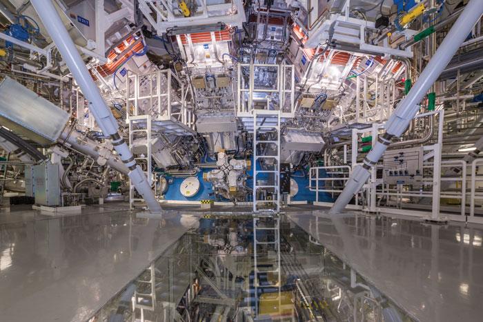 Это «уловитель»  в Национальном комплексе лазерных термоядерных реакций, один из важнейших приборов для подобных экспериментов. Иллюстрация: Damien Jemison, Ливерморская национальная лаборатория им. Лоуренса