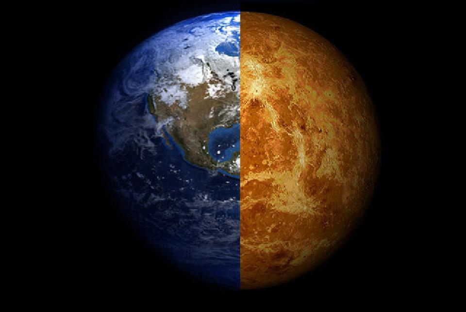 Земля (слева) и Венера, как видно в инфракрасном диапазоне (справа), имеют почти одинаковые радиусы. Радиус Венеры составляет приблизительно 90-95 % радиуса Земли. Однако из-за близкого к Солнцу Венеру раньше всех постигла совершенно иная, печальная участь. Возможно, примерно через миллиард лет и Земля пойдёт по стопам Венеры