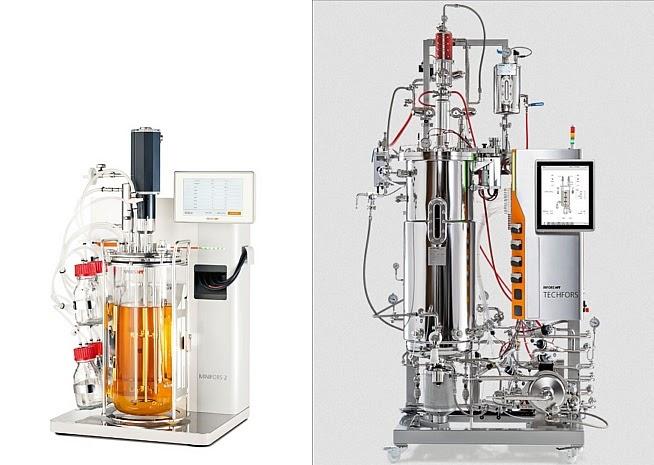 Одни из популярных биореакторов Techfors с анализаторами среды и автоподачей питательных веществ для культивирования микроорганизмов. Слева лабораторный емкостью до 6 литров, а справа промышленный — от 150 до 1000 л