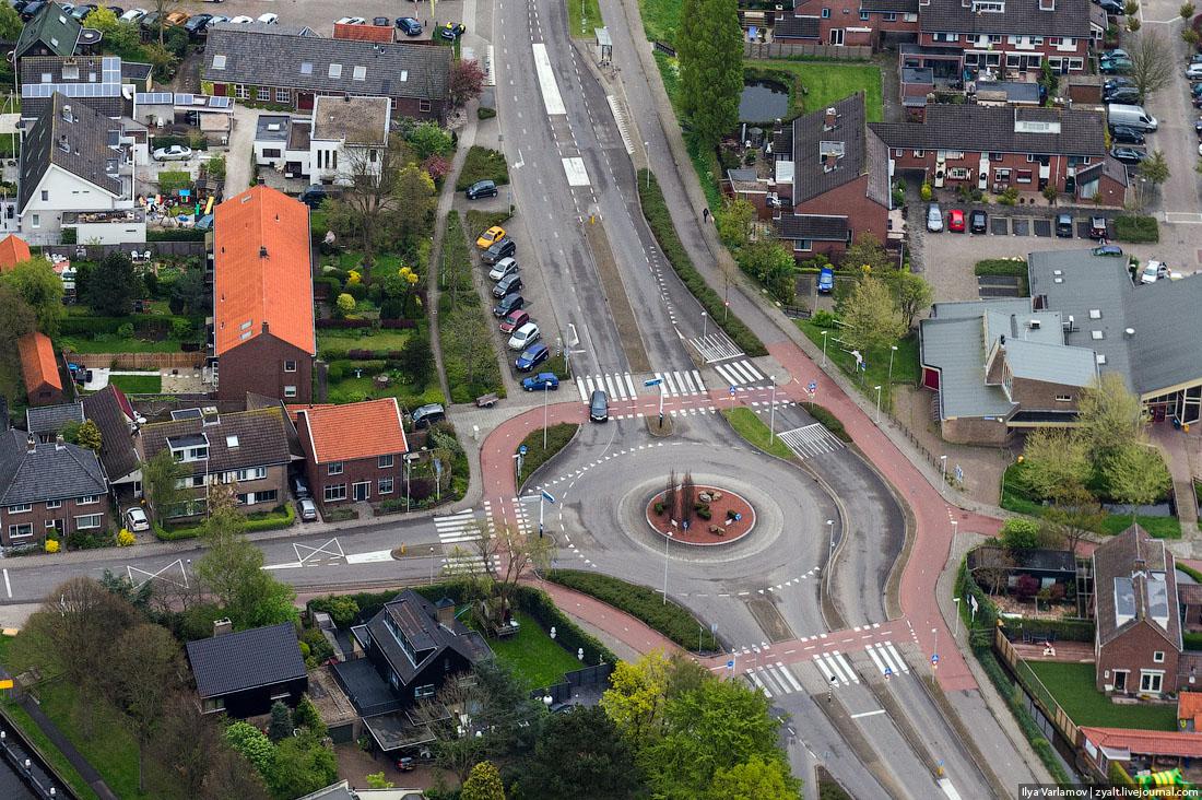 Пешеходный переход в Голландии. © Илья Варламов