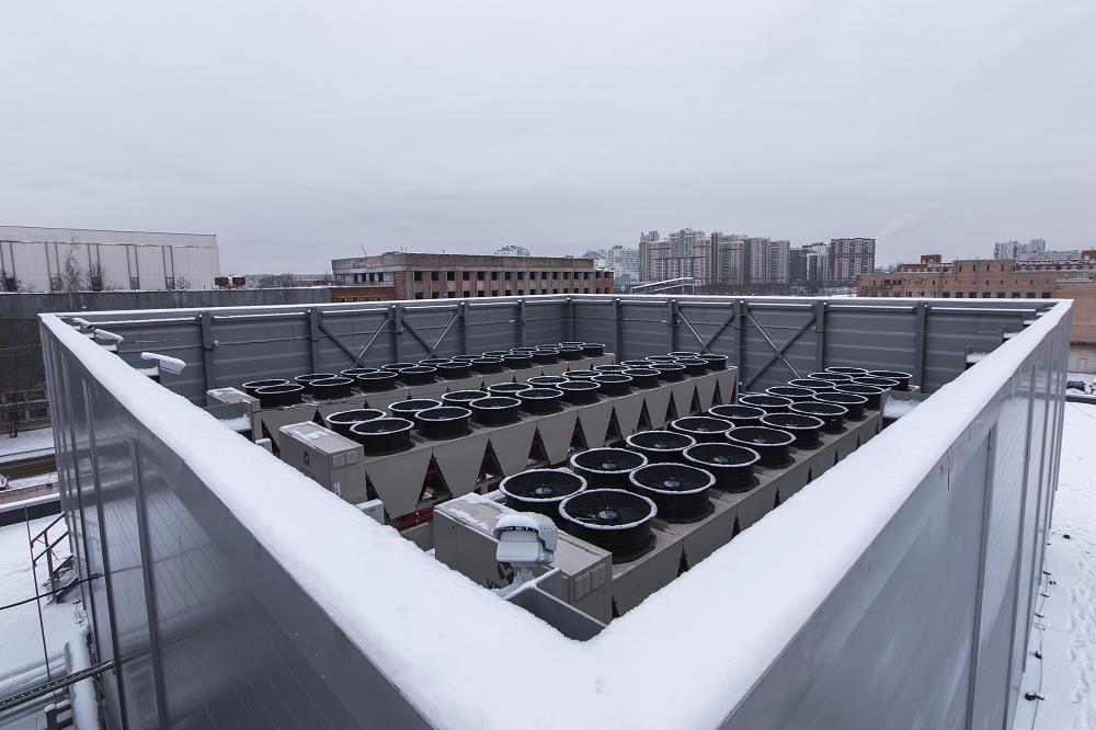 Таких секций на крыше две.