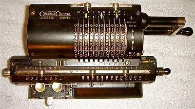 Старый механический калькулятор с двумя регистрами: регистр для хранения результата (the accumulator) и регистр входящей информации. Современные CPU имеют больше дюжины регистров и они цифровые, а не механические.