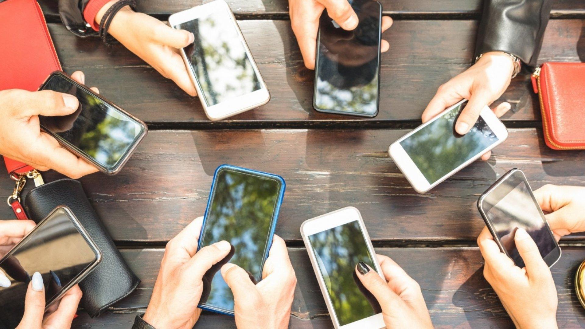 Исследование: 89% взаимодействий со смартфоном начинают сами пользователи, а не уведомления приложений