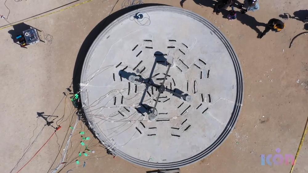 Готовая площадка с установленным тестовым ракетным двигателем, фото ICON