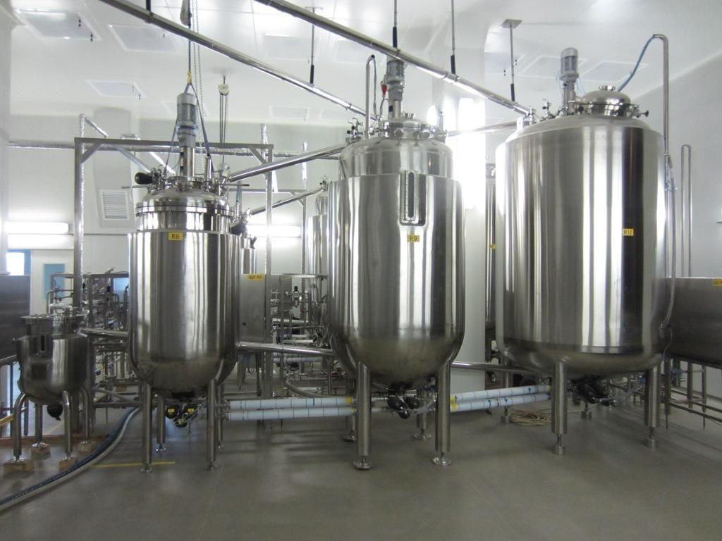 Линия производственных биореакторов, в которых растят растительные и животные ткани разных типов.