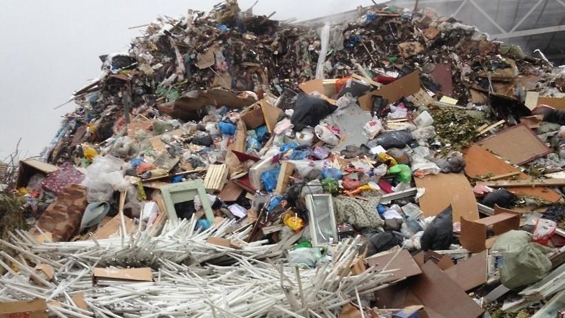 Рис. 1. Отходы 1 класса опасности на пункте сортировки мусора в г. Долгопрудный