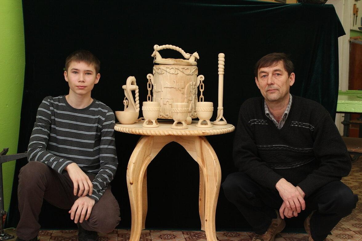 Учитель технологии Ринат Зуфарович с победителем всероссийской олимпиады.