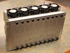 Фотография самодельного суперкомпьютера, который Клаус Шультен перевозил в рюкзаке