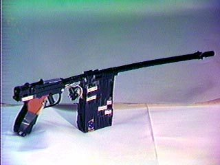 Прототип первого в мире светового пистолета, разработанный Баером и его командой