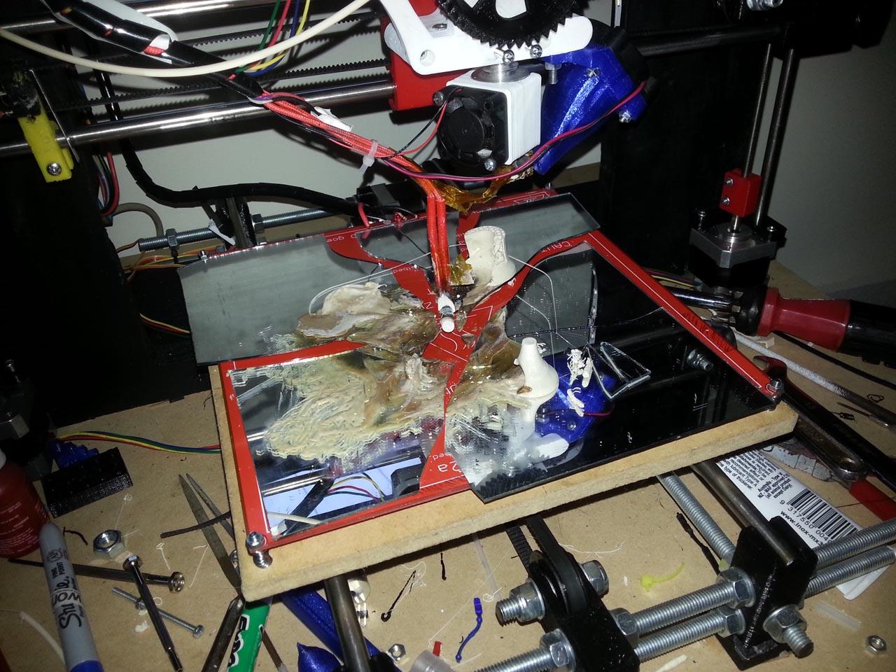 Я хотел купить недорогой 3D-принтер, но посмотрел YouTube и расхотел