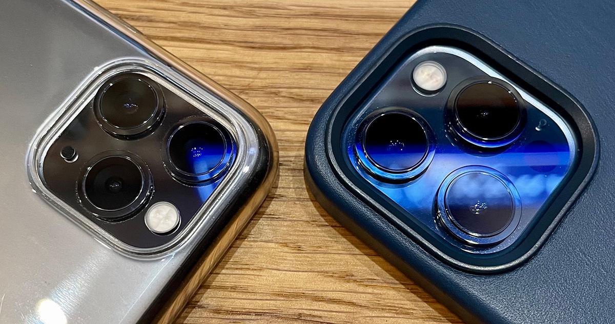 iPhone 11 Pro Max слева, 12 Pro Max справа