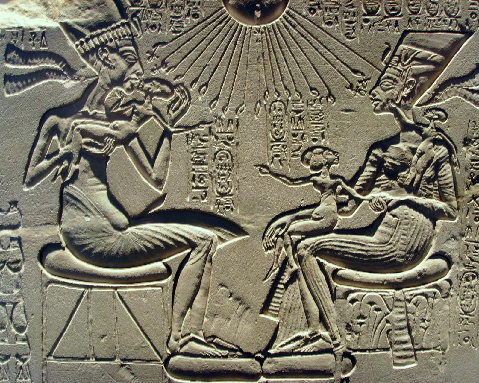Как египетский фараон Аменхотеп основал христианство, и почему оно стало идеальным мемом
