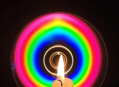 Просто красивый спектр свечи на DVD-R диске