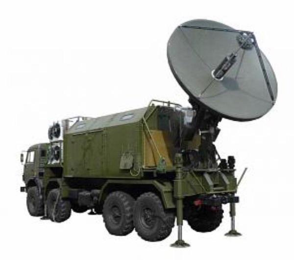 Неопознанная машина постановки помех спутникам на шасси КАМАЗ-6350. (источник)
