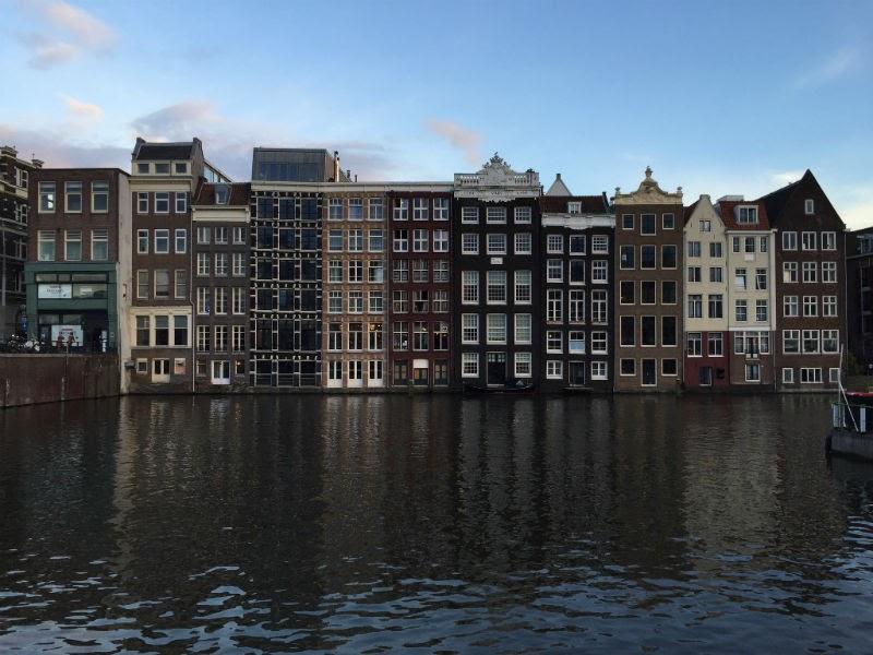 Личный опыт Профессиональная эмиграция чем отличается Амстердам от Риги и Booking.com от молодого стартапа