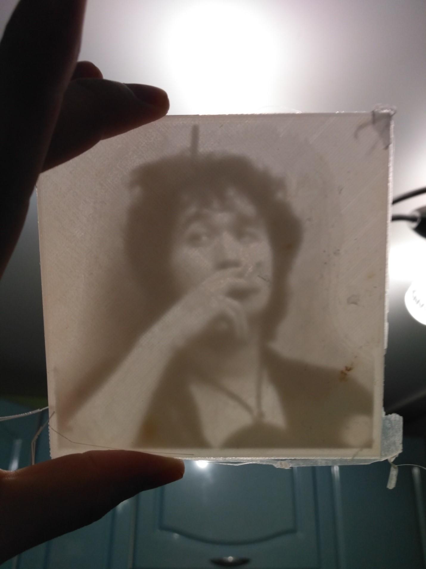 черно-белое фото при подсвечивании
