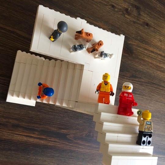 Лего-относительность.
