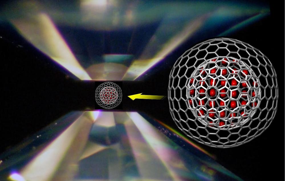 Показанное на изображении устройство – камера высокого давления с алмазными наковальнями – используется для применения давления к лабораторным образцам.