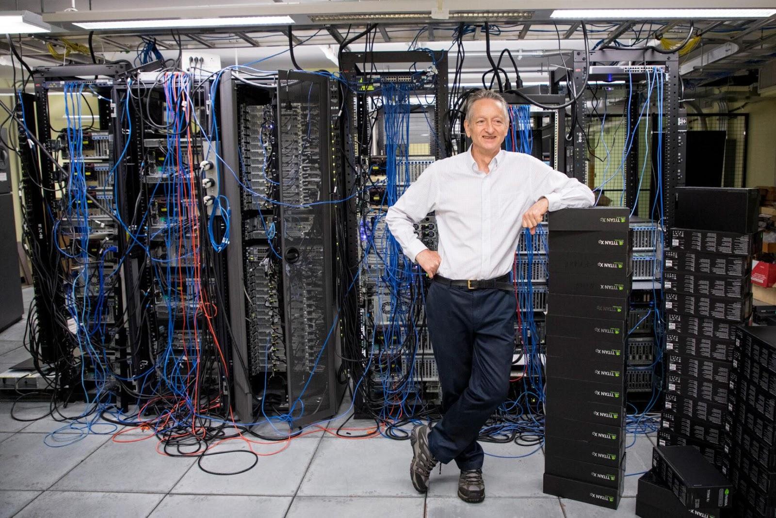 Джеффри Хинтон, когнитивный психолог и учёный в области компьютерных наук из Университета Торонто, ответственен за некоторые из крупнейших достижений в технологии глубоких нейронных сетей, включая разработку обратного распространения ошибки.