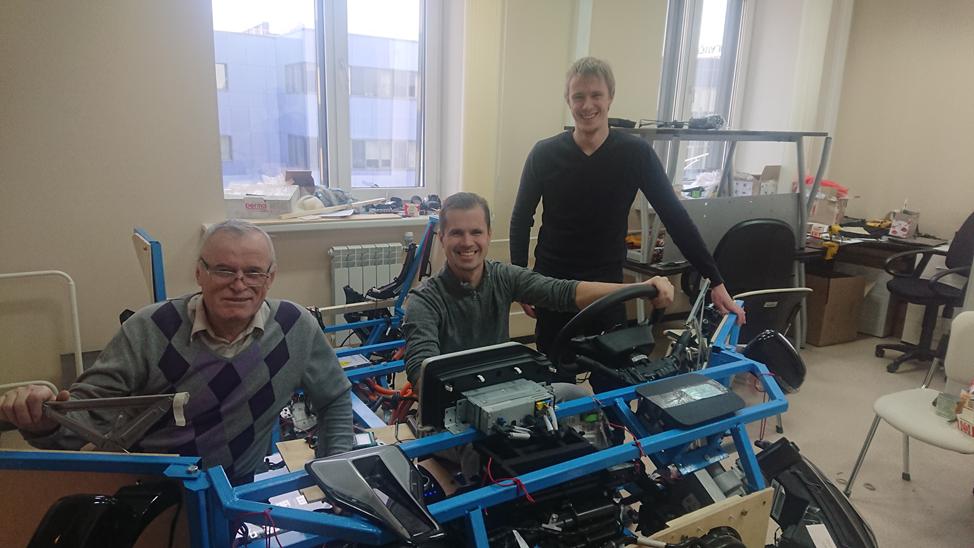 Слева направо: Владимир Уколов (инженер-электроник), Михаил Акимов (в проекте: инженер по эргономике), Максим Орлов (системный архитектор)