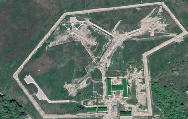 Рядом с поселком Пионерский строится объект радиоразведки (кодовое название 1511/2), предназначенный для перехвата сигналов с иностранных спутников (снимок Google Earth, сделанный 22 мая 2020 г.).