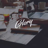 Логотип компании «GloryLab Studio»
