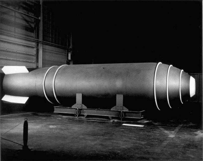 Mark 17 - самая тяжелая бомба, когда-либо стоявшая на вооружении США. 21 тонна массы и мощность 15 мегатонн в тротиловом эквиваленте