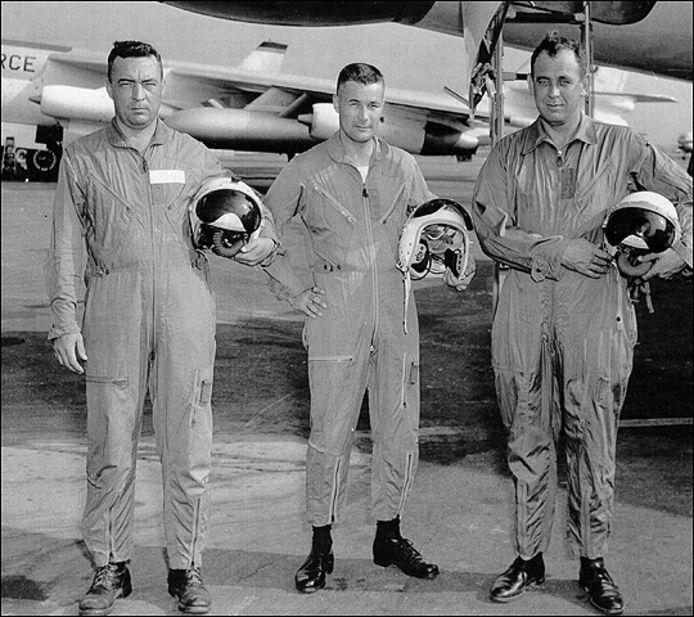 Экипаж B-47. Ховард Ричардсон - крайний слева.