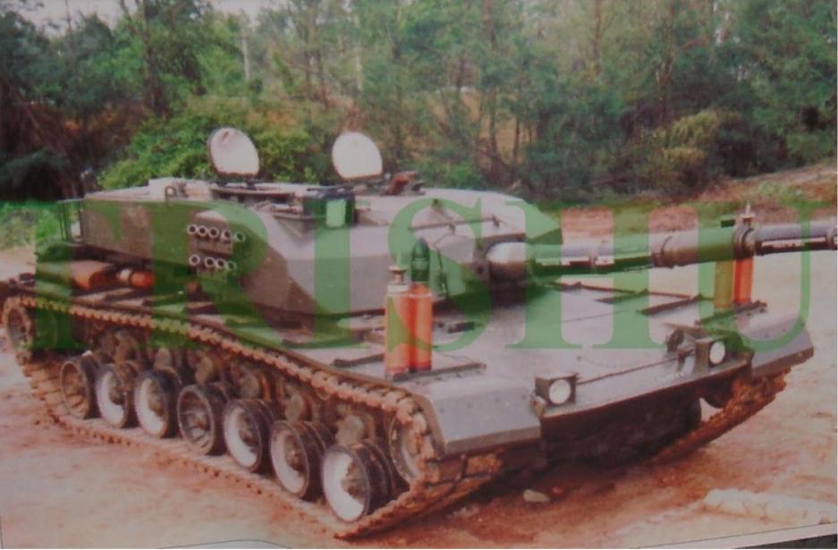 """Один из первых прототипов """"Арджуна"""" с оригинальной башней и выставленным боекомплектом из БФС и БОПС Mk. 1"""