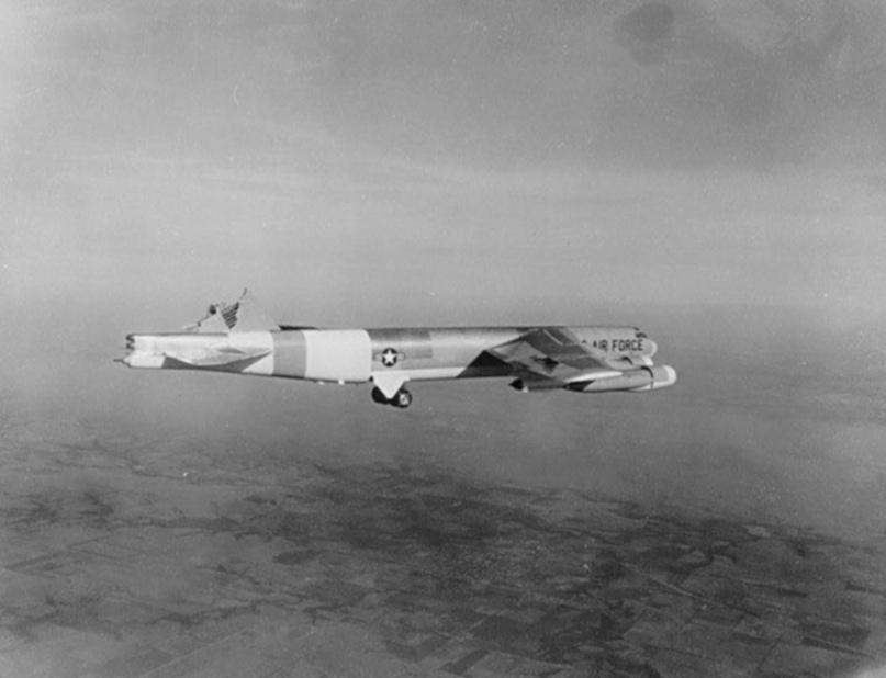 За 3 дня до катастрофы на испытаниях другого B-52 в аналогичных условиях в Нью-Мехико случился такой же отрыв киля.