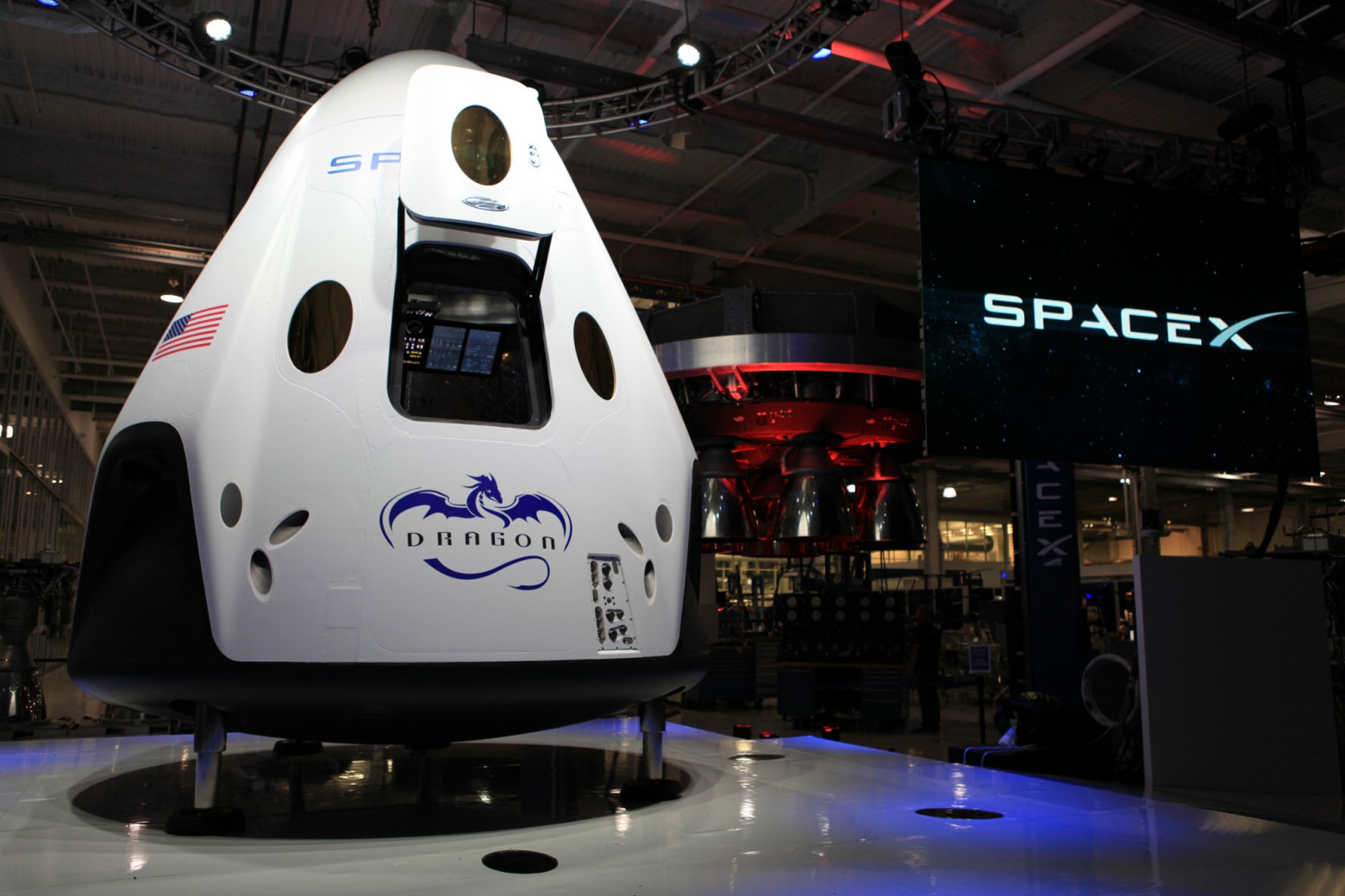 Космический корабль SpaceX Dragon V2