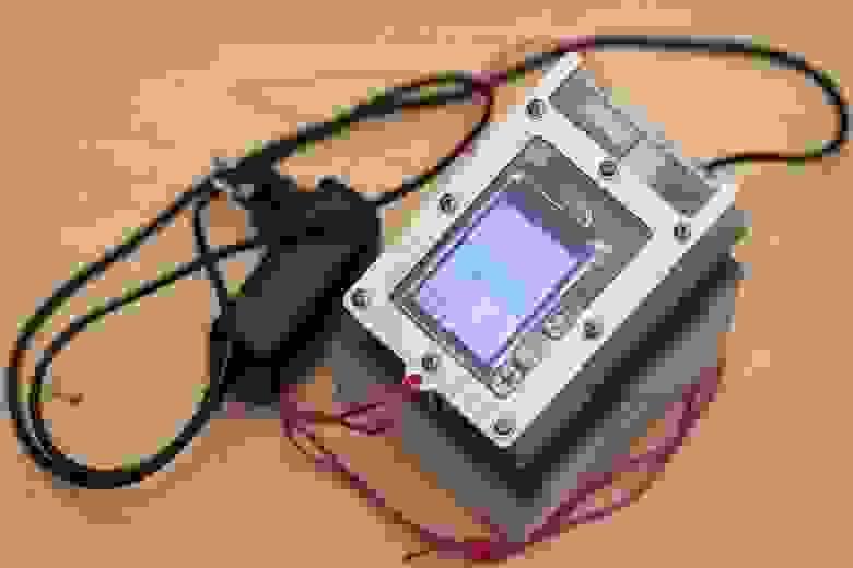 Прибор на зарядной подставке