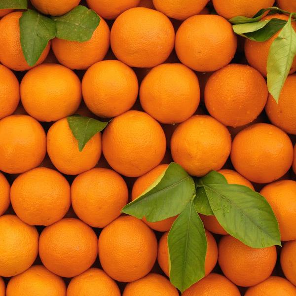 При чём здесь апельсины? Просто они — оранжевые