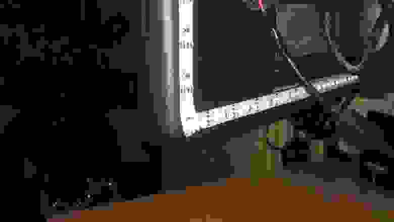 Светодиодная подсветка за монитором, вид сзади, выключена