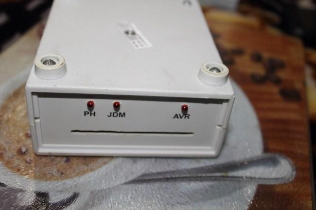 программирует старые AVR и PIC контроллеры