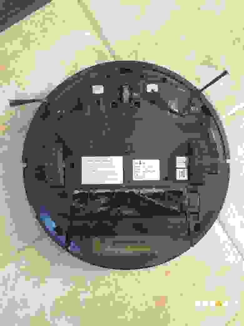 Вид снизу iClebo Arte Carbon