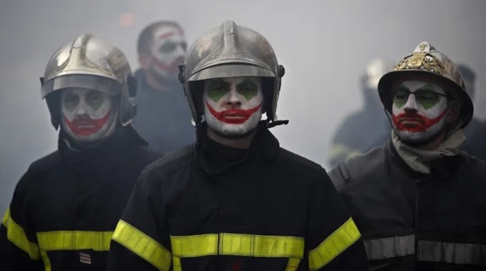 Протестующие французские пожарные