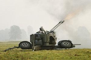Oerlikon GDF-005 ведет огонь по цели