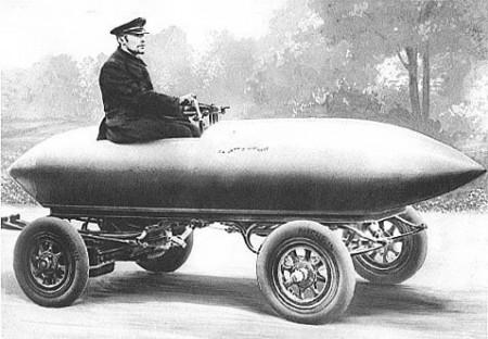 La Jamais Contente (фр. Всегда недовольный) 1899г - электромобиль с легкосплавным обтекаемым кузовом - первый автомобиль, разогнавшийся свыше 100км/ч.