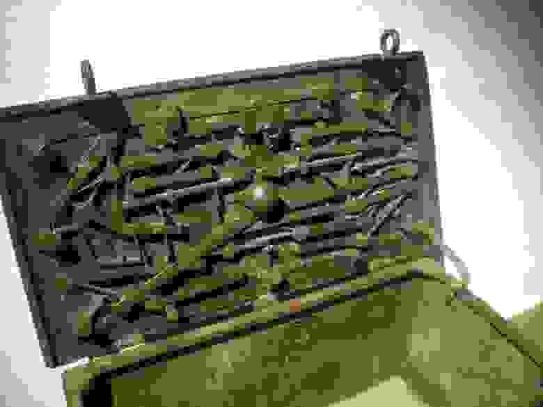 замок на старом сейфе