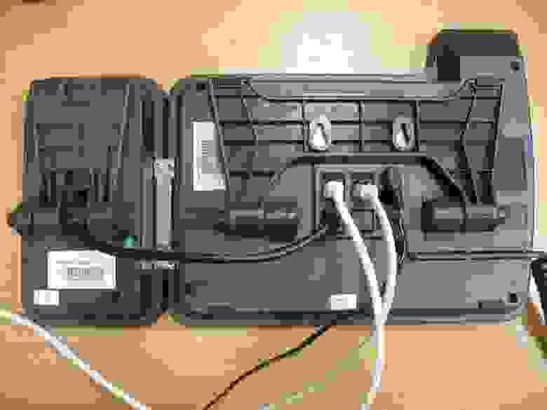Вид задней панели и телефона