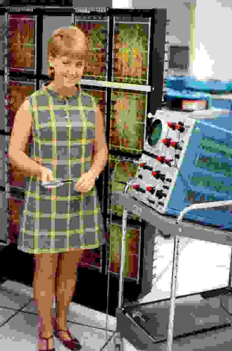 «Руководитель компьютерных операций. Не позволяйте осциллографу вводить вас в заблуждение. Беа не работала с оборудованием. Но она была выдающимся руководителем».