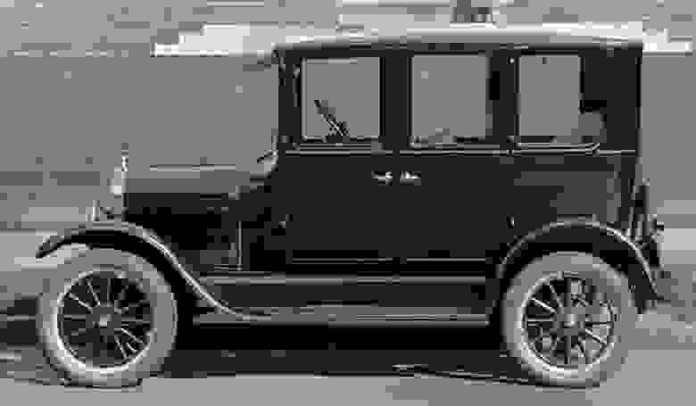 Первый по настоящему серийный автомобиль Model T. За двадцать лет производства было выпущено более 15 миллионов экземпляров данной серии.